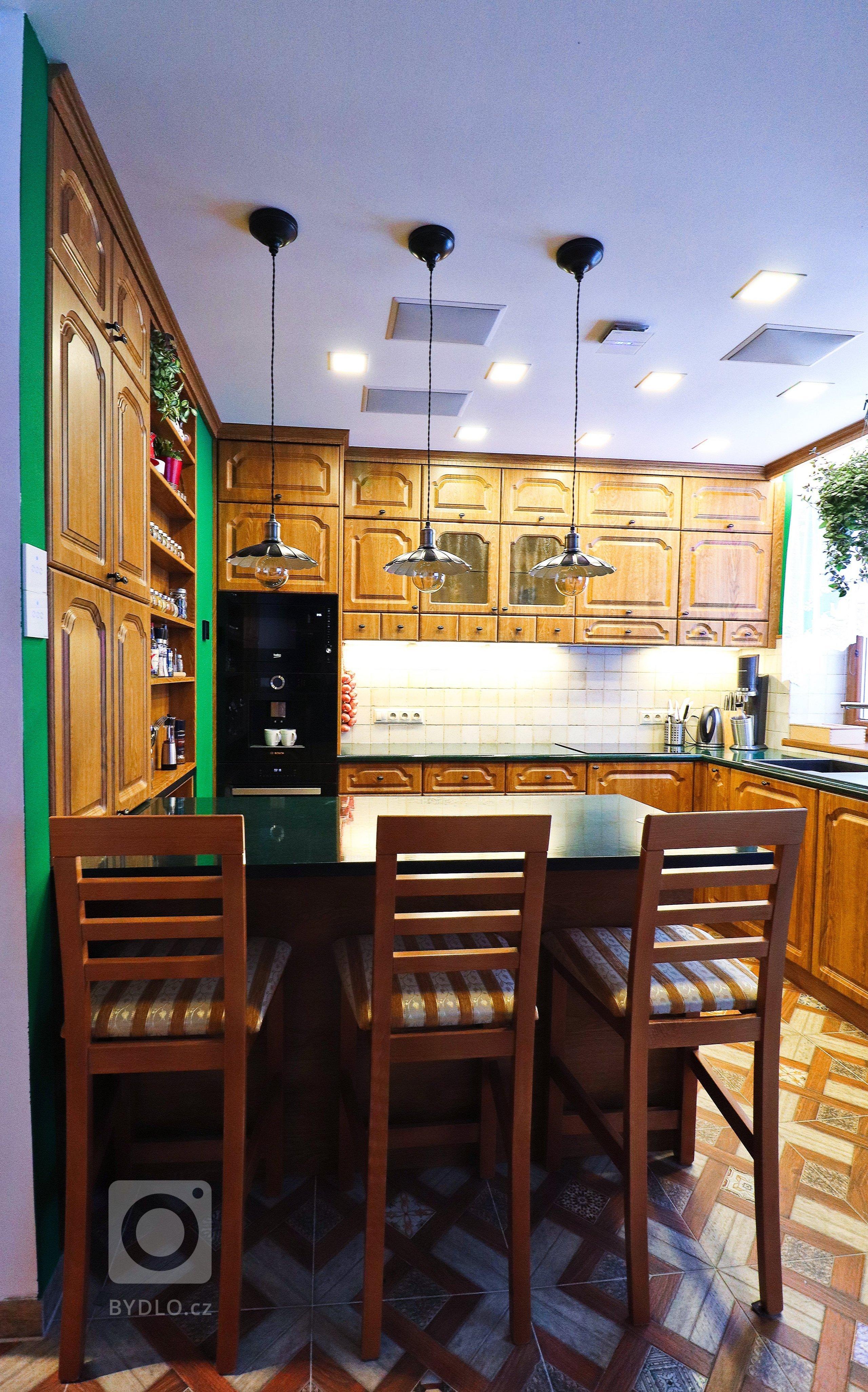 Ne každý je zastáncem moderny. Rustikální kuchyně jsou vdnešní době velmi populární a mají své kouzlo. Většina kuchyní tohoto stylu se vyznačuje různě…
