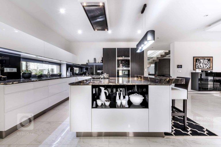 Kuchyně PURE / WHITE GLOSS / WAVE EBEN