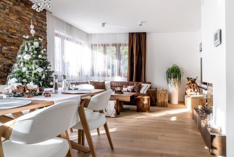 Starosti hoďte za hlavu a nechte se unést domáckou vánoční atmosférou kuchyně Exclusive. Kombinace čistého vzhledu skříněk v bílém laku ve vysokém lesku s…