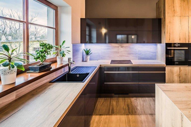 Elegantní černá v kuchyni