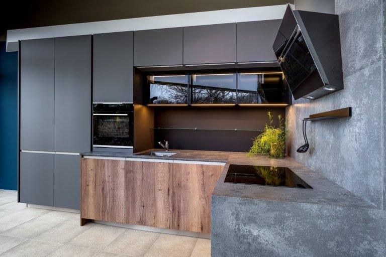Velká kuchyně do malých prostor