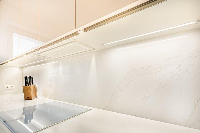 Kombinace jemných materiálů a barev k sobě ladí a vytváří krásnou harmonii.