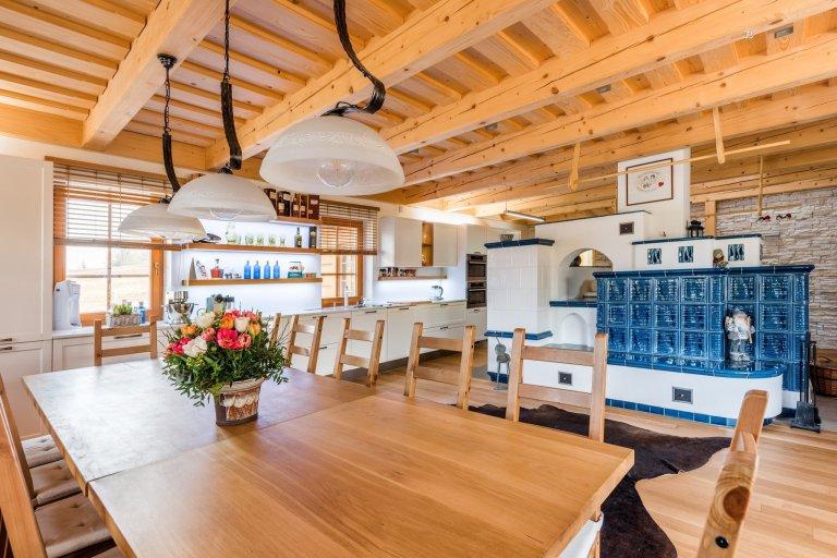 Moderní interiér v roubence