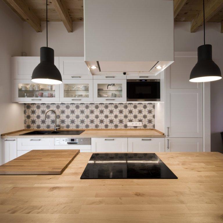 Kuchyň s retro obkladem