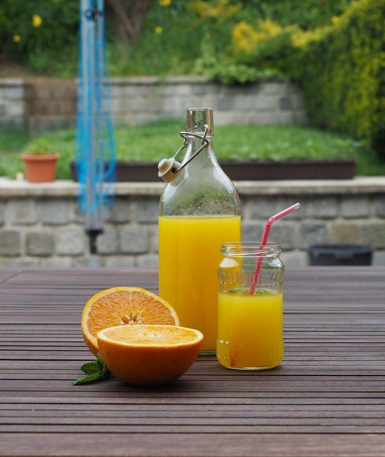 Ze tří pomerančů pět litrů kvalitního džusu? Proč ne!