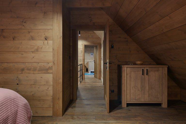 Dvě krásnédřevěné chaty uprostřed Jizerských hor, nacházející se v těsné blízkosti lyžařského areálu Šachty Vám nabídnoudokonalý odpočinek i…