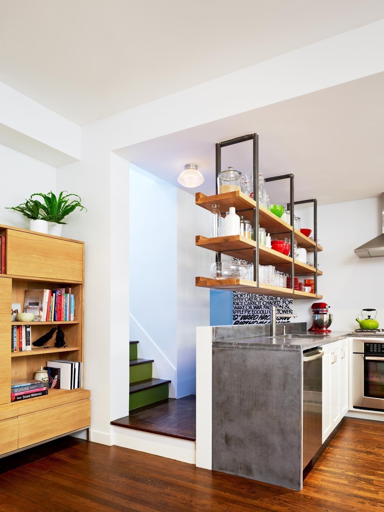 Moderní kuchyně se dnes zcela obejdou bez závěsných skříněk.
