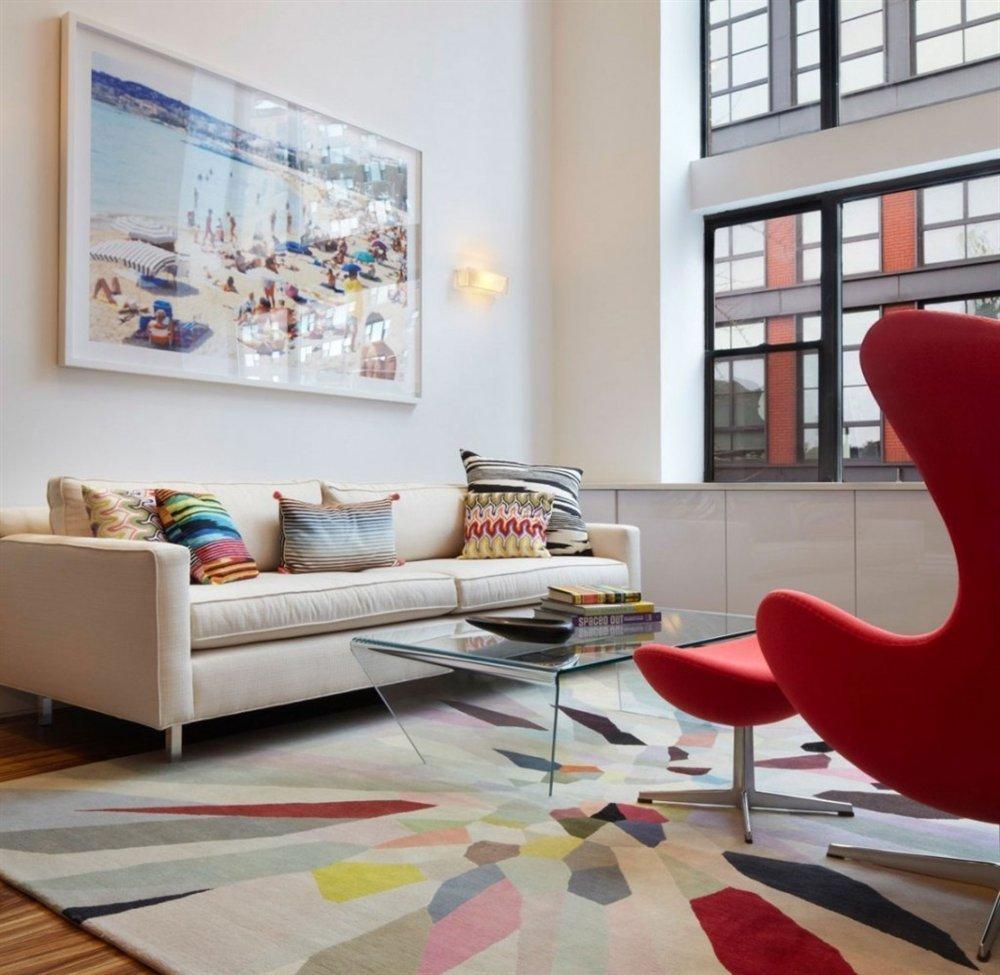 """Pokud sledujete aktuální trendy interiérového designu, na tuto barvu jste již určitě narazili. Je nenápadná, a přitom vzbuzuje vášnivé debaty. Proč? Nikdy si nebudete úplně jisti. Je to šedá nebo béžová? Taupe je prostě """"něco mezi""""."""