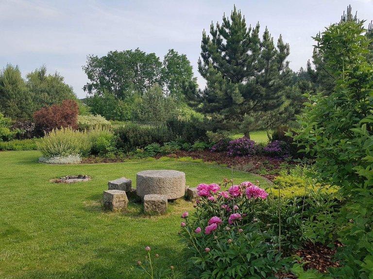 Zahrada spojena s přírodou