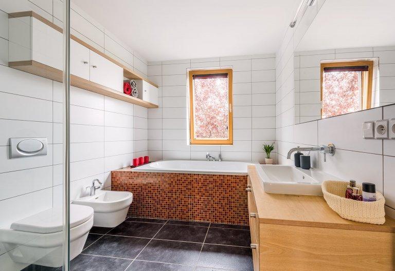 V případě moderního rodinného domu nešlo o nějakou důkladnou rekonstrukci, ale o osvěžení interiéru a nastavení jednotné linky, která se měla vinout celým…