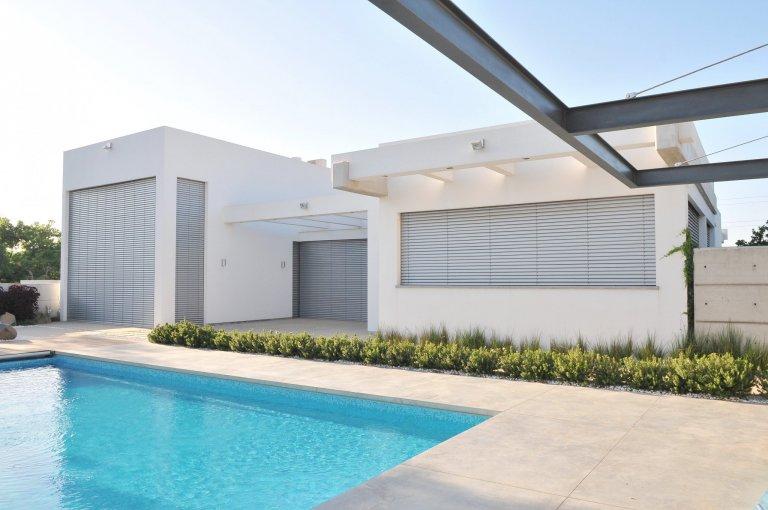 Minimalistická rodinná vila v Izraeli